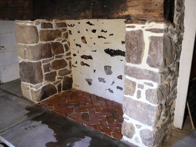 stone-masonry-fireplace-02